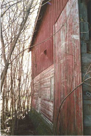 2005_barn_exterior